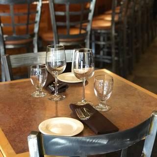 MT's Local Kitchen & Wine Bar