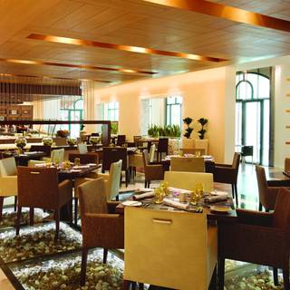 Zest All Day Dinning - Al Ain Rotana