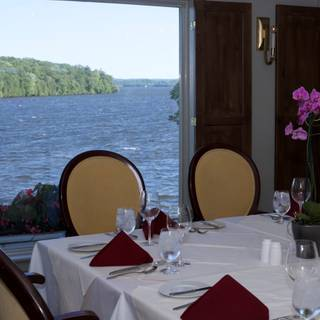 Hearthside Dining - Elmhirst's Resort