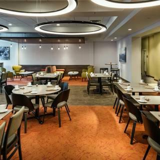 Trailhead Bar + Kitchen - The Hilton Garden Inn Issaquah