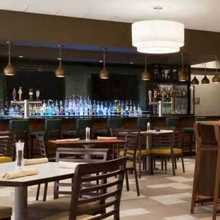 Chelsea's Bar & Grill - Embassy Suites