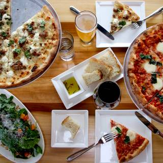 200 Restaurants Available Nearby Bianco Rosso Trumbull