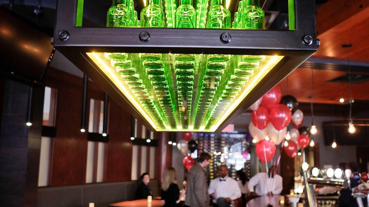 Sucre D Orge Exterieur rotisserie st-hubert - côte-des-neiges restaurant - montréal