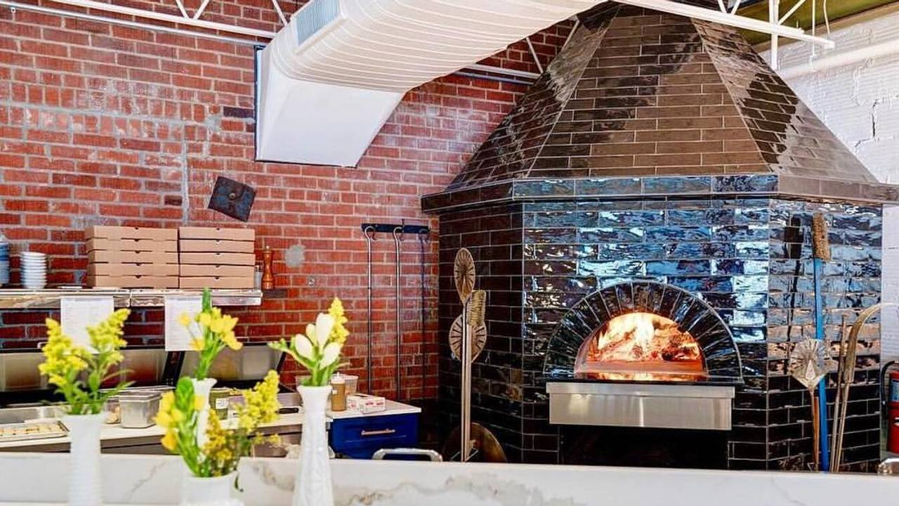 The Hall S Pizza Kitchen Restaurant Oklahoma City Ok Opentable