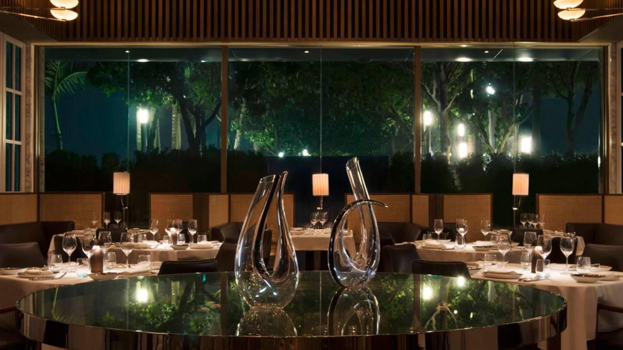 """新加坡哪裡看夜景最棒?當然是在""""這裡""""的Rooftop Bar看無敵夜景最適合啦!"""