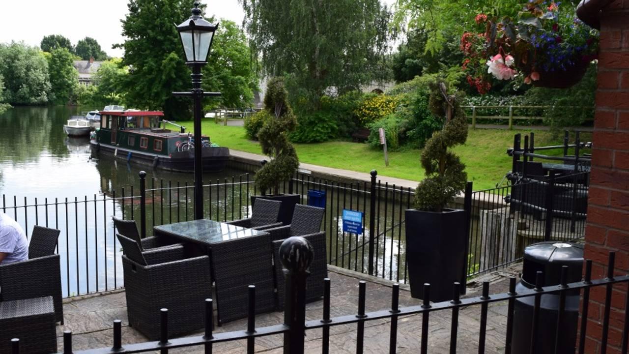 The Boathouse Bar and Restaurant - Addlestone, Surrey | OpenTable