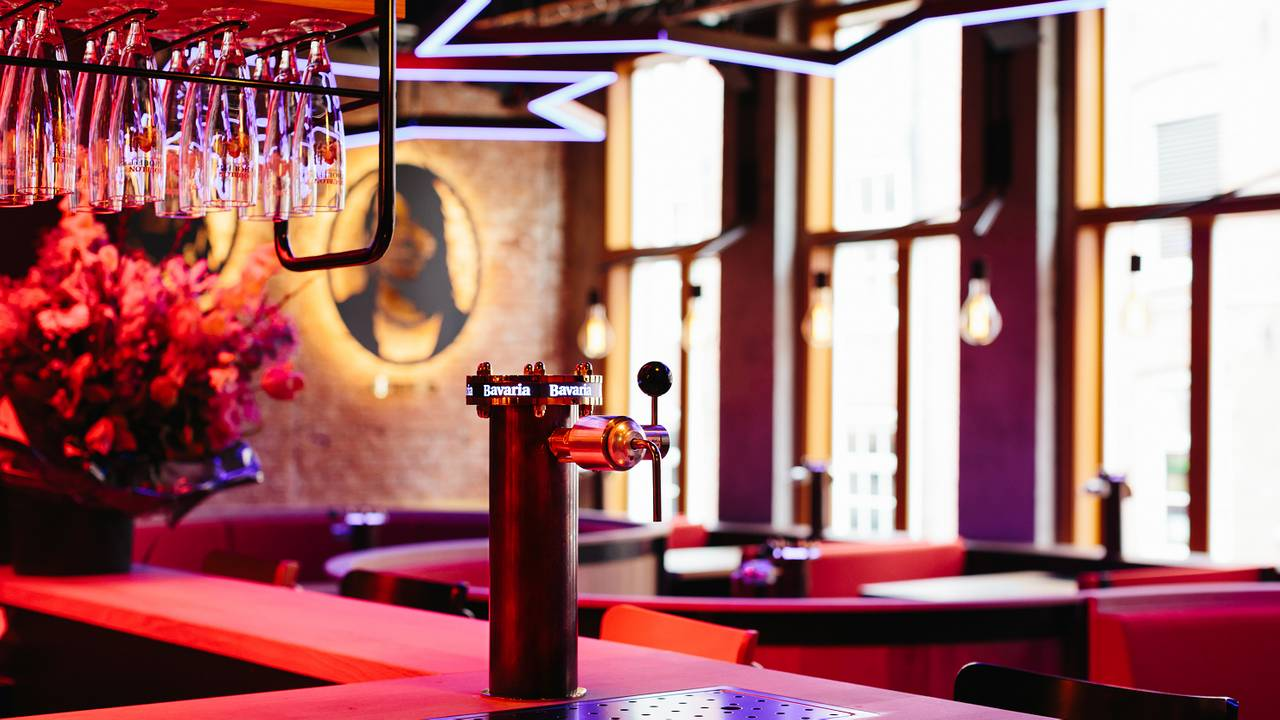 Tap and dine the waterhole restaurant amsterdam noord holland