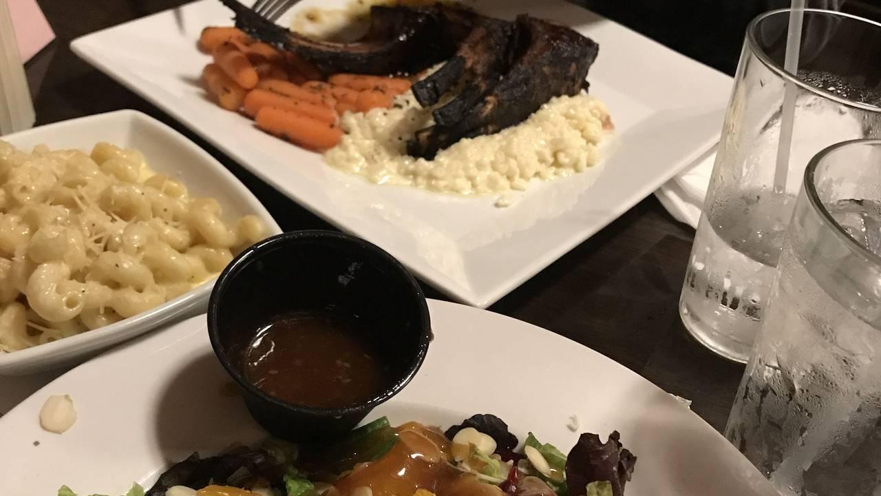 Lefty\'s Main Street Grille Restaurant - Blacksburg, VA | OpenTable