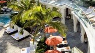 SOAK Cabanas & Daybeds @ Loews Miami Beach