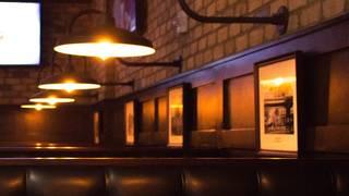 Deweys Pub