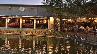 Lakeside Restaurant & Lounge