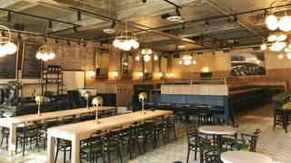 Explorateur Cafe, Restaurant & Bar