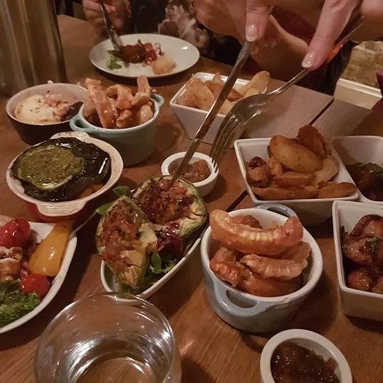 Diner dating Hertfordshire