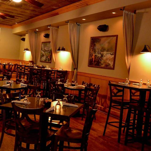 Local roots virginia a farm to table restaurant for Table 52 roanoke va