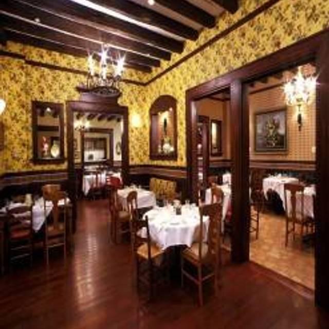 Mama Della's Ristorante at Loews Portofino Bay Hotel