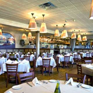 17 Restaurants Available Nearby